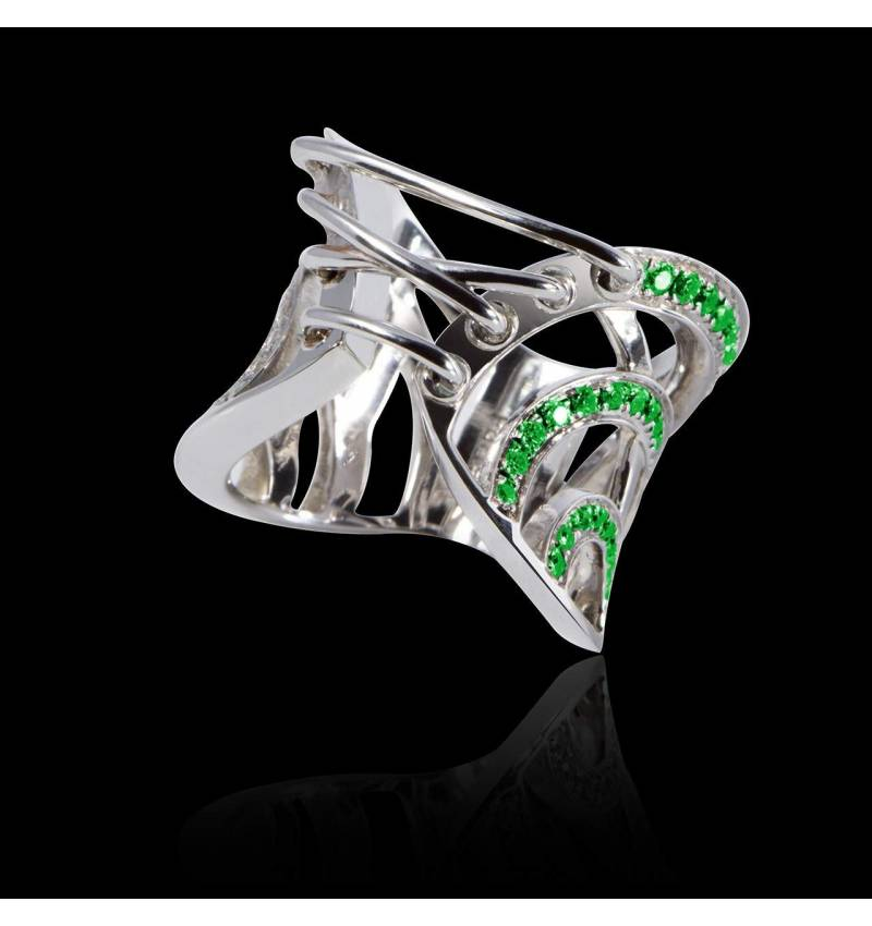 Emerald Engagement Ring White Gold Guêpière