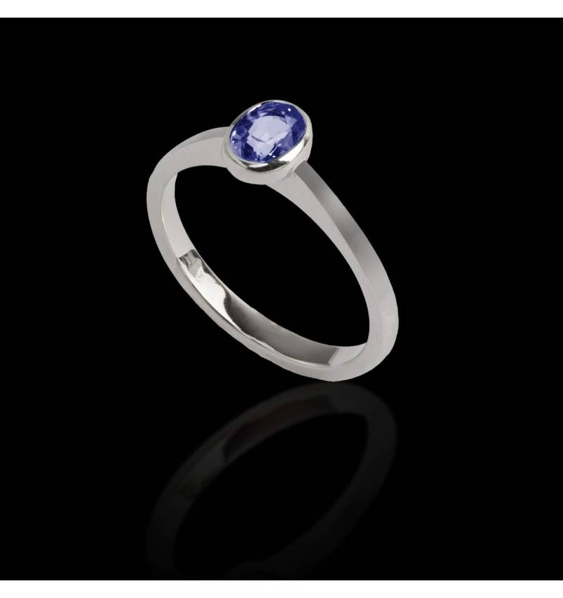 Oval blue sapphire engagement ring white gold Moon solo