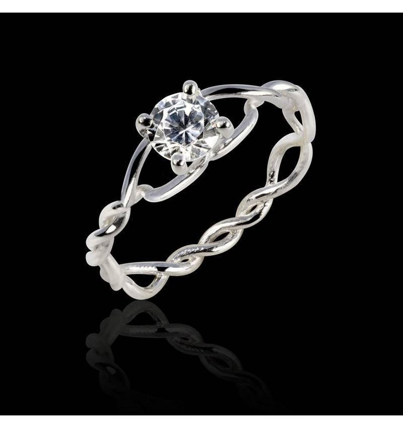 Diamond Engagement Ring White Gold Entrelassée