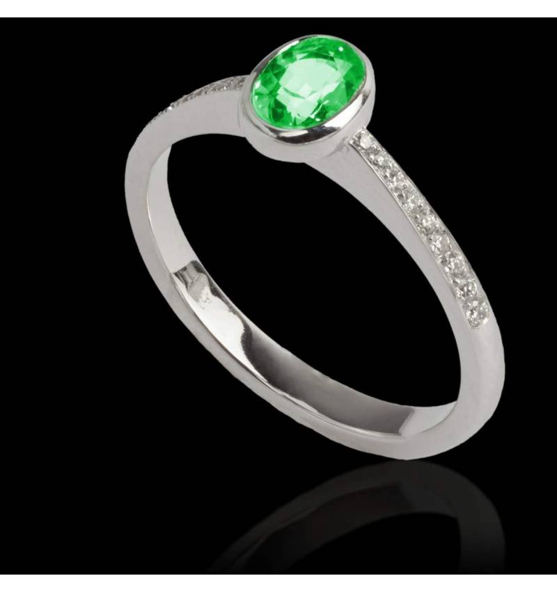 Emerald Engagement Ring Diamond Paving White Gold Ovale Moon