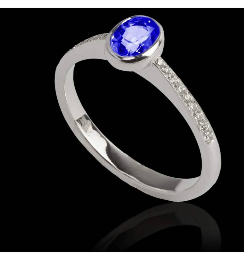 Blue Sapphire Engagement Ring Diamond Paving White Gold Ovale Moon