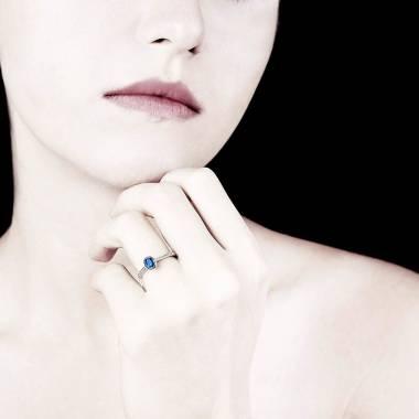 Blue Sapphire Engagement Ring Diamond Paving White Gold Ovale Moon