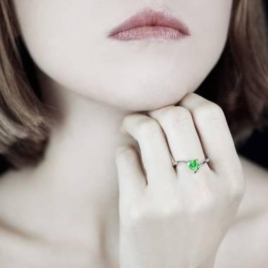 Serpentine Heart Emerald Ring