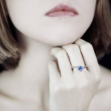 Serpentine Heart Blue Sapphire Ring