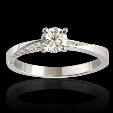 Meryem diamond engagement ring