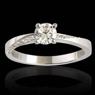 Meryem diamond engagement ring