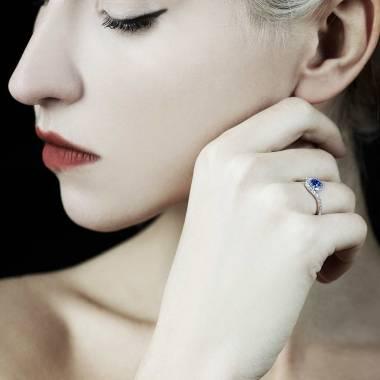 Lilou Blue Sapphire Ring