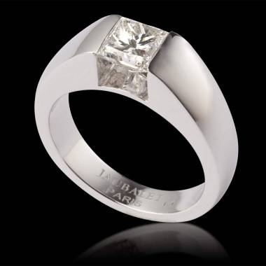 Diamond engagement ring white gold Pyramide
