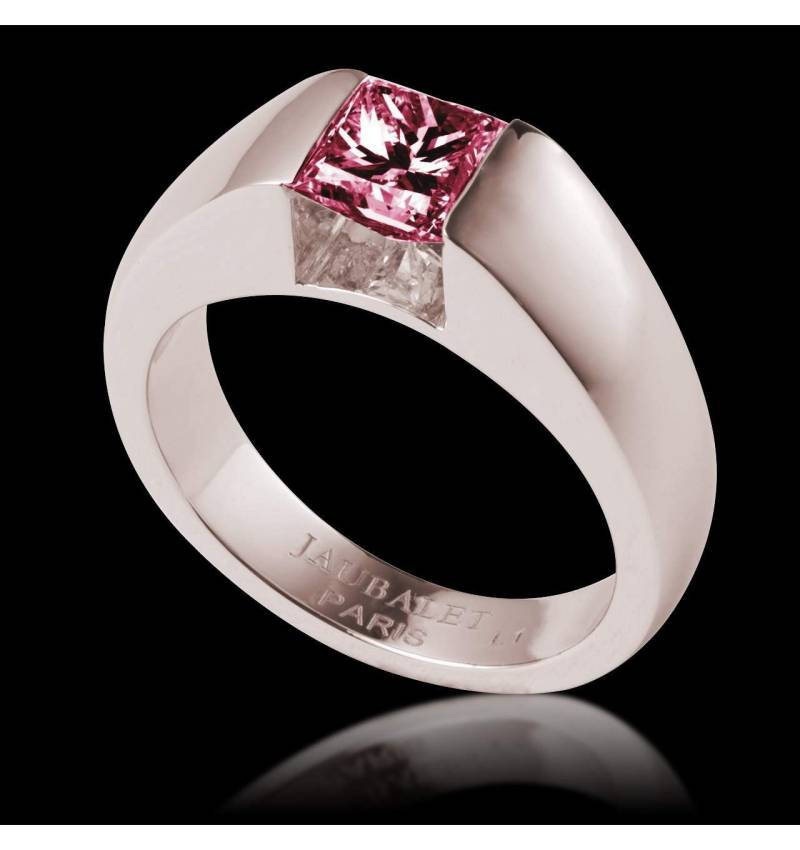 Ruby engagement ring white gold Pyramide