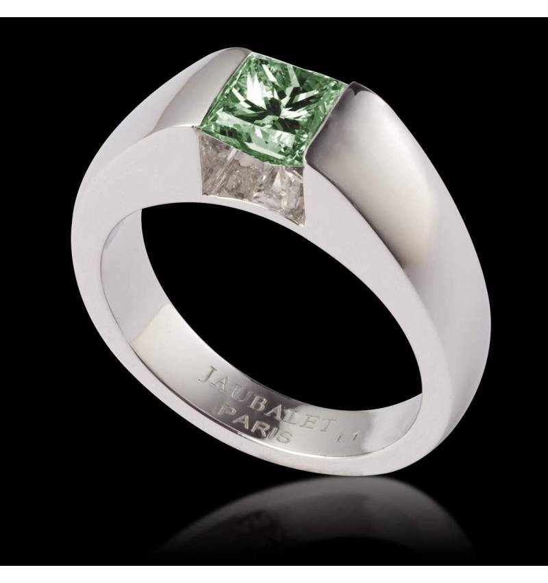 Emerald engagement ring white gold Pyramide