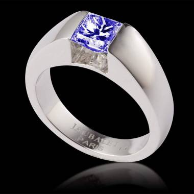 Blue sapphire engagement ring white gold Pyramide